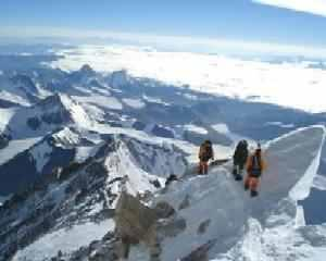 Orgolii de peste 8 848 de metri