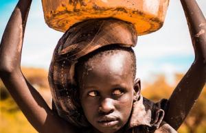 Companiile-gigant isi maximizeaza profitul pe seama a sute de milioane de copilarii mutilate
