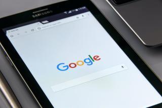 Facebook si Google au cedat presiunilor din Australia si vor plati pentru publicarea stirilor