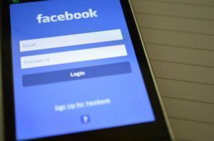 Care ar fi suma pentru care ati renunta la contul de Facebook?