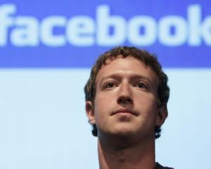 Facebook iti permite sa creezi album foto impreuna cu alti 50 de contributori