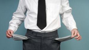 Un angajat din patru ia bani cu imprumut pana la urmatorul salariu