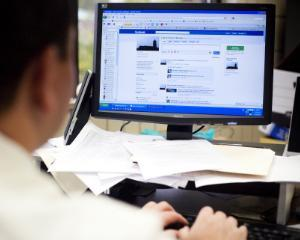 Facebook at Work devine disponibil din octombrie pentru angajati