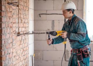 Cati muncitori straini lucreaza in Romania?