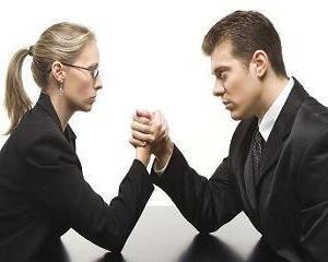 Desi salarial mediu net s-a marit, femeile castiga cu 7% mai putin decat barbatii