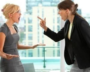 Studiu: Femeile, tot mai rele cu colegele lor la locul de munca