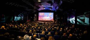 Filmele produse de Netflix, Amazon si Apple vor fi interzise la Cannes. La fel si selfie-urile