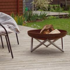 Fire pit-ul – accesoriul de gradina care iti ofera un binemeritat moment de relaxare dupa o zi plina la birou
