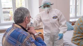 Zeci de pacienti infectati si externati pe semnatura si-au infectat familiile: 26 de focare familiale, raportate de DSP Dambovita