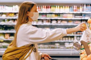 Anul 2020 s-a incheiat cu inflatie de 2,1%, dar alimentele s-au scumpit cu peste 3%