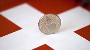 Euro da inapoi, iar francul elvetian atinge minimum ultimilor trei ani