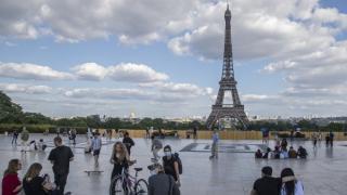 Franta intra din nou in STARE DE URGENTA. Macron vrea ca noile restrictii sa fie prelungite pana la 1 decembrie