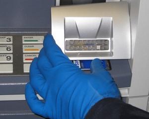 Daily Mail: Organizatiile infractionale din Romania, responsabile pentru 92% din furturile de la bancomatele britanice