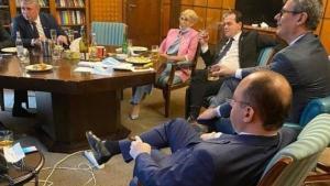 Dupa ce a fost amendat pentru ca a fumat intr-un spatiu inchis, premierul Ludovic Orban va incerca sa renunte la fumat
