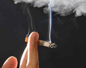 Un angajator le ofera salariatilor un bonus de 500 de dolari, daca renunta la fumat