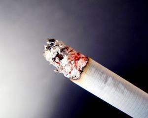 Interdictie: De la 1 ianuarie 2014, firmele nu mai au voie sa ofere clientilor tutun si alcool gratuit la prezentarea unei oferte