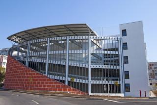 Galati: A fost construita prima parcare multietajata cu teren de sport
