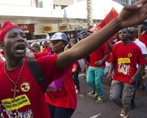 Haos in Africa de Sud: GM isi suspenda productia auto