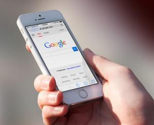 Cautarile de pe telefonul mobil le-au depasit pe cele facute de pe computere