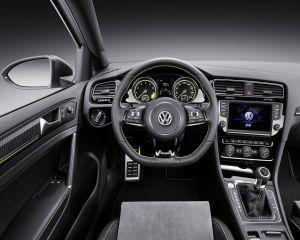 Germanii ne incanta cu un VW Golf de 395 cai-putere