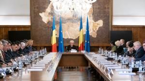 Statul taie numarul secretarilor si subsecretarilor de stat si numarul de posturi din cabinetele demnitarilor