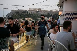 Nici concediul in Grecia nu mai e ce-a fost: Se inchid barurile si restaurantele pe timpul noptii