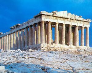 Grecia este plina de turisti asa cum este plina de datorii