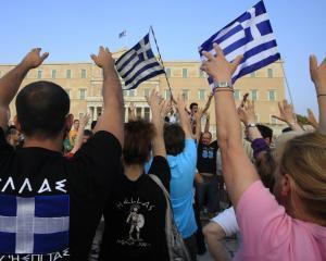 Grecii programeaza o greva generala pe 16 iulie