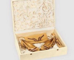 Pantofii de piele ai Elenei Ceausescu, la Licitatia Epoca de Aur