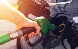 Guvernul anunta eliminarea supraaccizei la carburanti. Preturile la pompa ar putea scadea cu pana la 0.3 lei pe litru