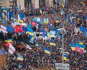 Guvernul din Ucraina foloseste fortele speciale ca sa disperseze manifestantii din Kiev