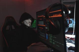 Piratii cibernetici exploateaza telemunca. Cele mai multe atacuri informatice sunt legate de munca de la distanta