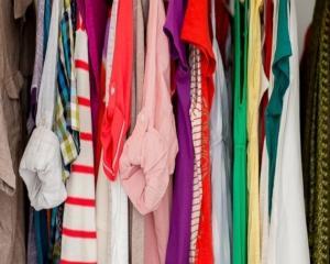 Brandurile de imbracaminte, acuzate ca profita de saracia din Europa de Est. Unde se afla Romania