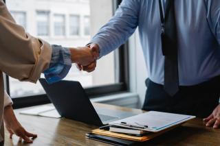 Tu stii cu cine faci afaceri? Verifica rapid lista firmelor din Romania si afla care este bonitatea partenerilor tai