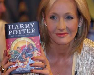 Ce vraji mai face Harry Potter la licitatiile Sothebys