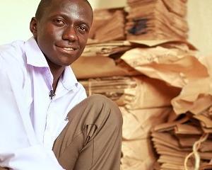 Andrew Mupuya a construit un imperiu al pungilor de hartie cu doar 14 dolari