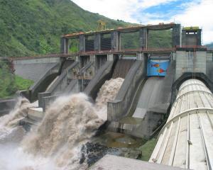 Hidroelectrica si-a redus datoriile cu doua treimi
