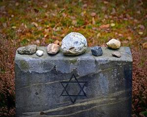 Guvernul Romaniei despagubeste evreii supravietuitori ai Holocaustului: 98 de dolari pentru fiecare an de detentie sau deportare