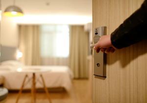 INS: Peste 70% dintre hoteluri din Romania, clasificate cu 2 si 3 stele