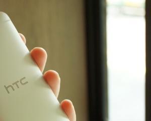 Cum arata smartphone-ul HTC One auriu