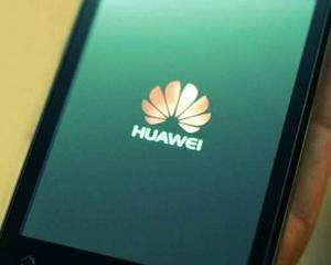 """Un fost spion american spune ca Huawei a """"tras cu ochiul"""" pentru guvernul chinez"""