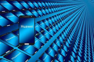 Huawei a devenit lider mondial pe piata telefoanelor inteligente, in pofida boicotului comercial impus de Statele Unite