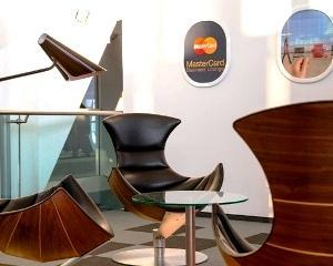 Ce companie ofera cafea si bauturi alcoolice pasagerilor pe aeroportul Henri Coanda
