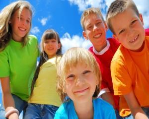 Aproape 400.000$ economii la bugetul de stat pentru fiecare copil cu implant cochlear timpuriu