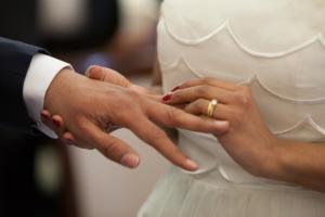 Fiscul impoziteaza nuntile. Tinerii casatoriti trebuie sa declare raporturile economice cu fotografi, formatie si restaurant