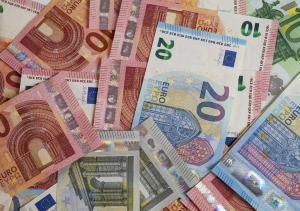 Guvernul a imprumutat 3 miliarde de euro din piata externa. Este primul imprumut in euro pe 30 de ani
