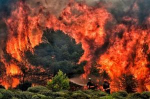 FOTO Incendii devastatoare in Grecia: Sute de victime si destinatii de vacanta distruse