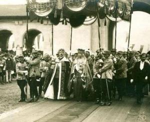 Licitatie cu filmul incoronarii regelui Ferdinand si reginei Maria
