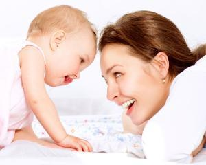 Legea pentru modificarea OUG 111 2010 a fost promulgata  mamele primesc indemnizatii majorate