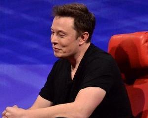Dealerii auto il pun la zid pe Elon Musk: